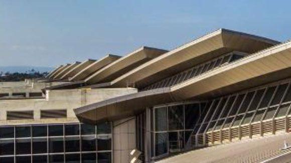 Airport terminal breaks waves
