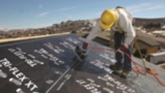 Roof underlayment has slip-resistant coating