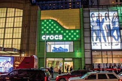 TPG Architecture LLP specified 4,341 square feet of Mitsubishi Plastics Composites America Inc.'s 4-mm ALPOLIC/fr fire-retardant, aluminum composite material panels with Valspar Corp.'s Valflon coating for a Crocs brand shoe store.